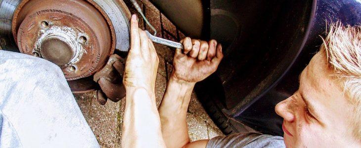 Naprawa samochodu z AC